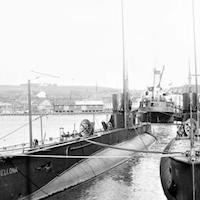Undervandsbåd i havnen